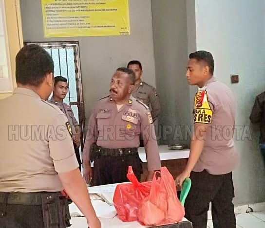 Wakapolres Cek Tahanan Di Rutan Polres Kupang Kota.