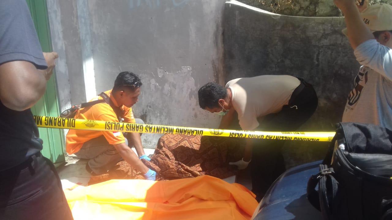 Tim Identifikasi Polres Kupang Kota Datangi TKP Penemuan Mayat