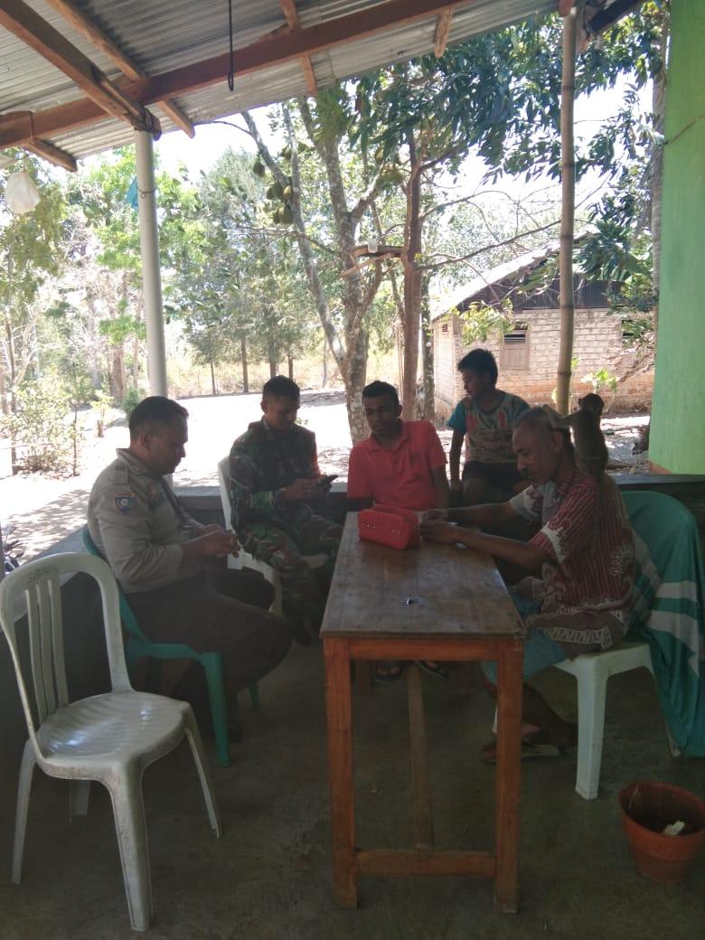 Cegah Karhutla, Bhabinkamtibmas Kelurahan Fatukoa Sambangi Warga Binaannya.