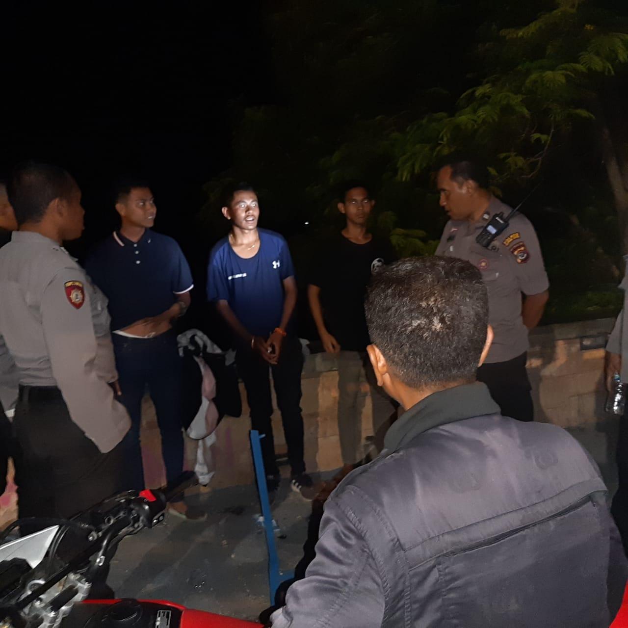Patroli Malam, Satuan Sabhara Polres Kupang Kota Beri Pembinaan Bagi 3 Pemuda yang Konsumsi Miras