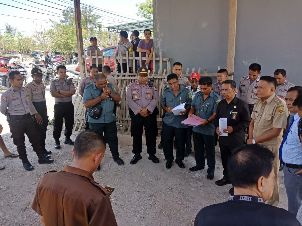 Personil Polres Kupang Kota Kawal dan Amankan Jalannya Eksekusi Tanah di Kelurahan TDM