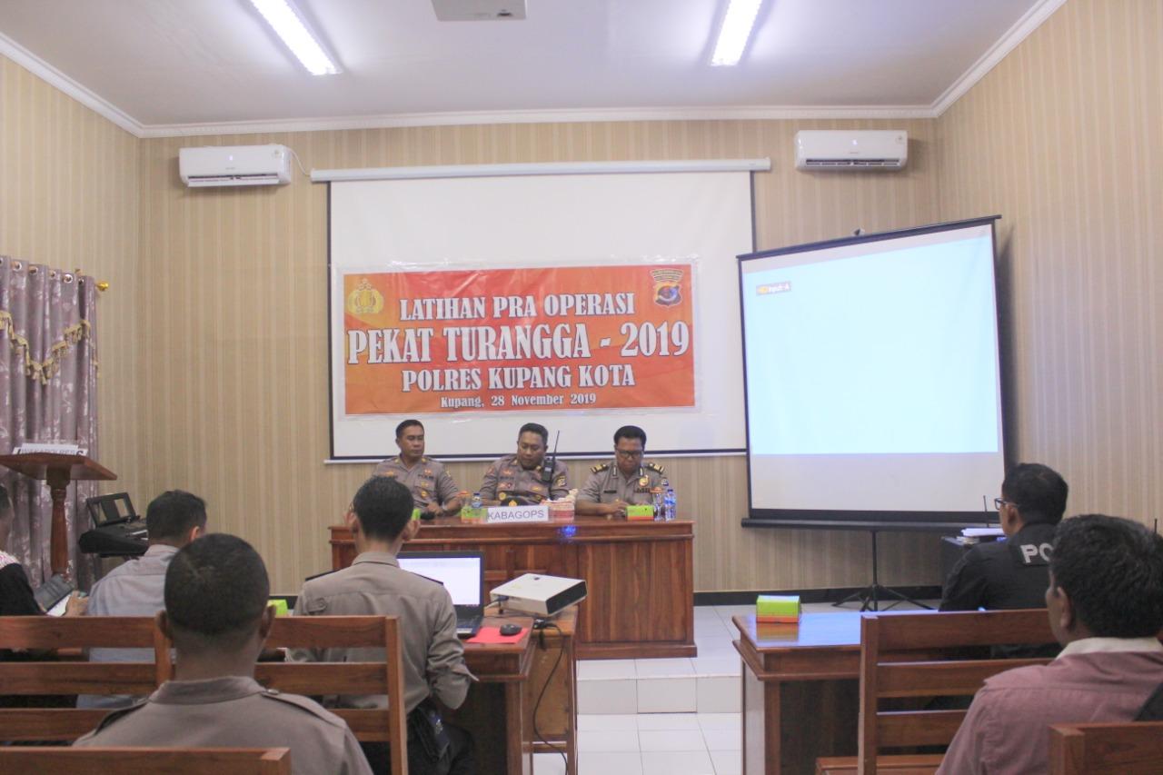 Polres Kupang Kota Menggelar Latihan Pra Operasi Pekat Turangga-2019