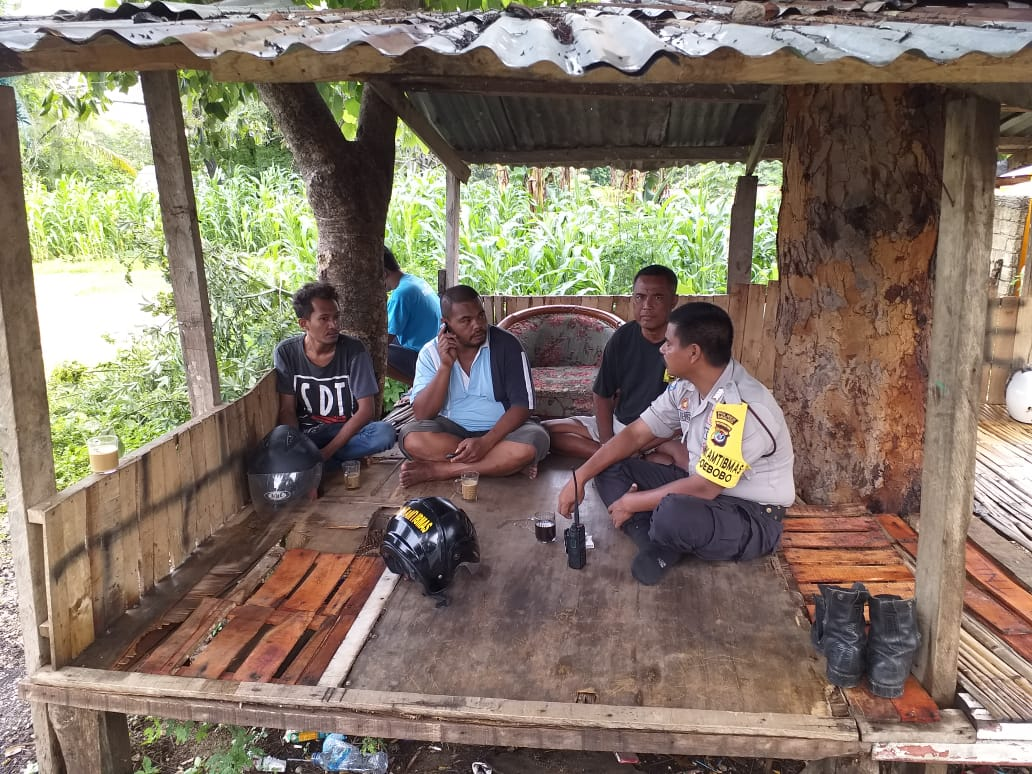 Melalui Sambang, Bhabinkamtibmas Kelurahan Oebobo Ajak Warga Tetap Jaga Kamtibmas