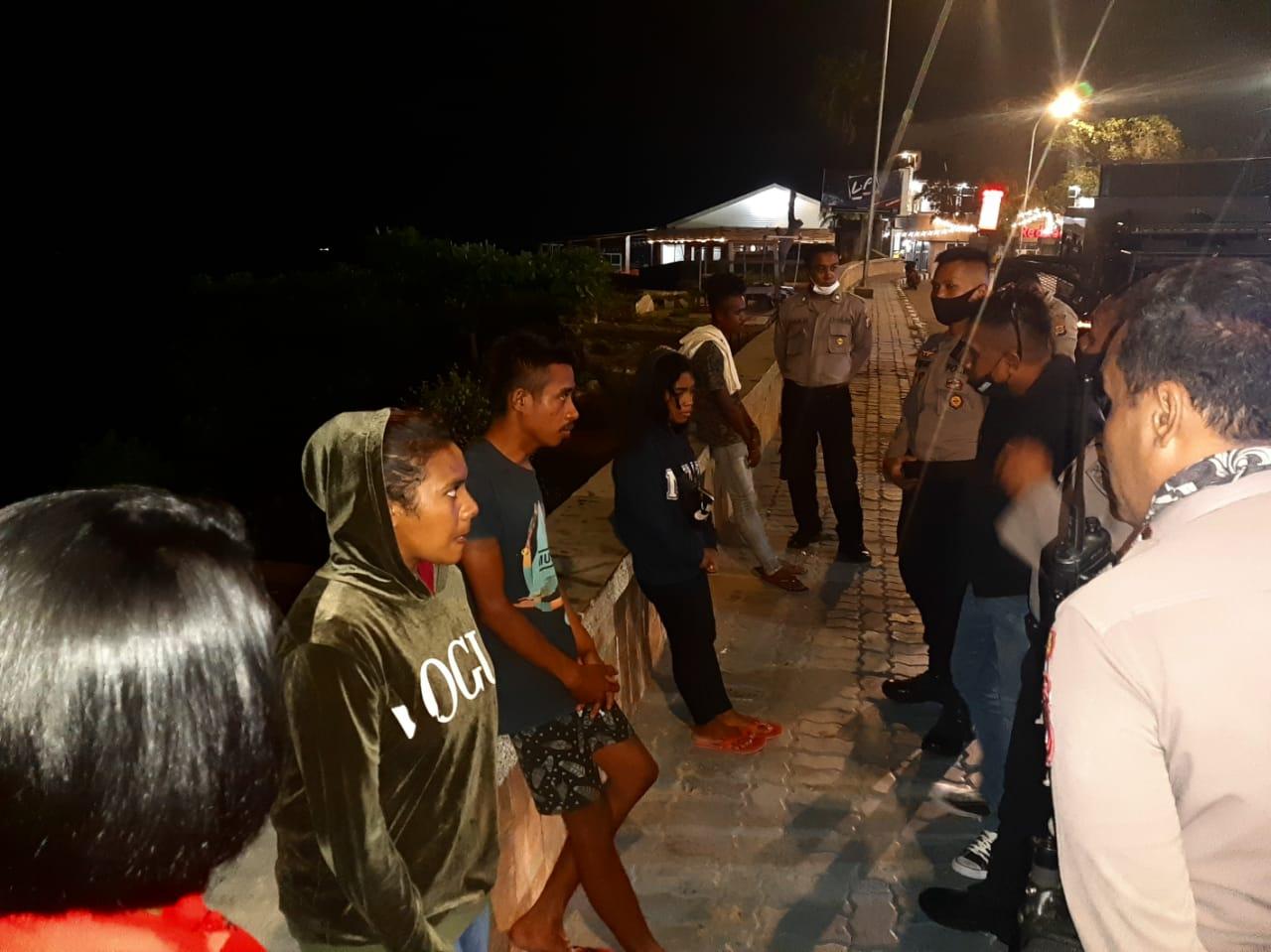 Satuan Sabhara Polres Kupang Kota Bubarkan Sekelompok Pemuda Yang Berkumpul Serta Berikan Himbauan Terkait Pencegahan Virus Corona